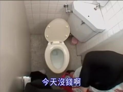 Видео как азиатки целуются в туалете этот сайт
