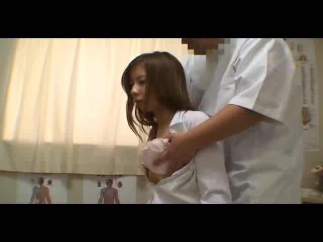 Jeune asiat baisée par un masseur